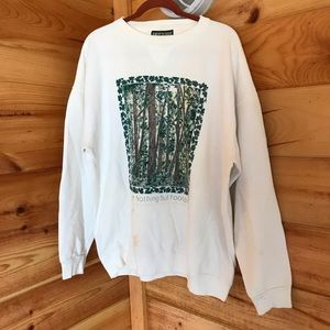 WHITE AND GREEN FORREST PAINTED GRAPHIC SWEATSHIRT